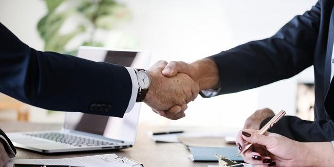 Quels avantages de passer par un courtier pour son assurance de prêt immobilier ?