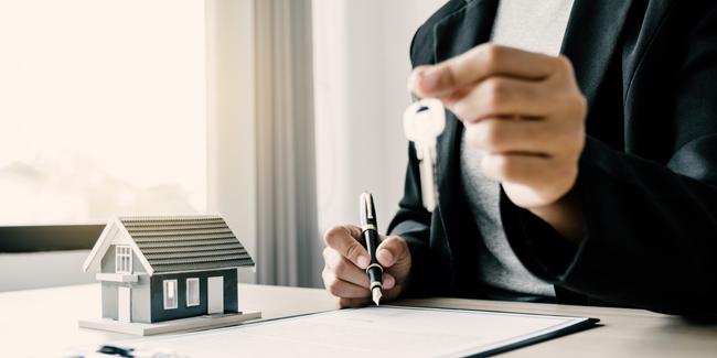 Crédit immobilier en étant célibataire : est-ce un problème ?